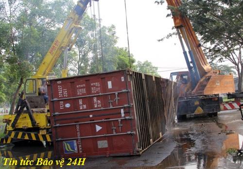 container bi lat truoc do